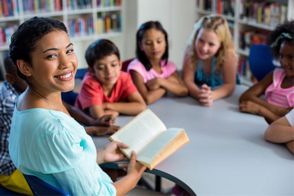 teacher, students, reading
